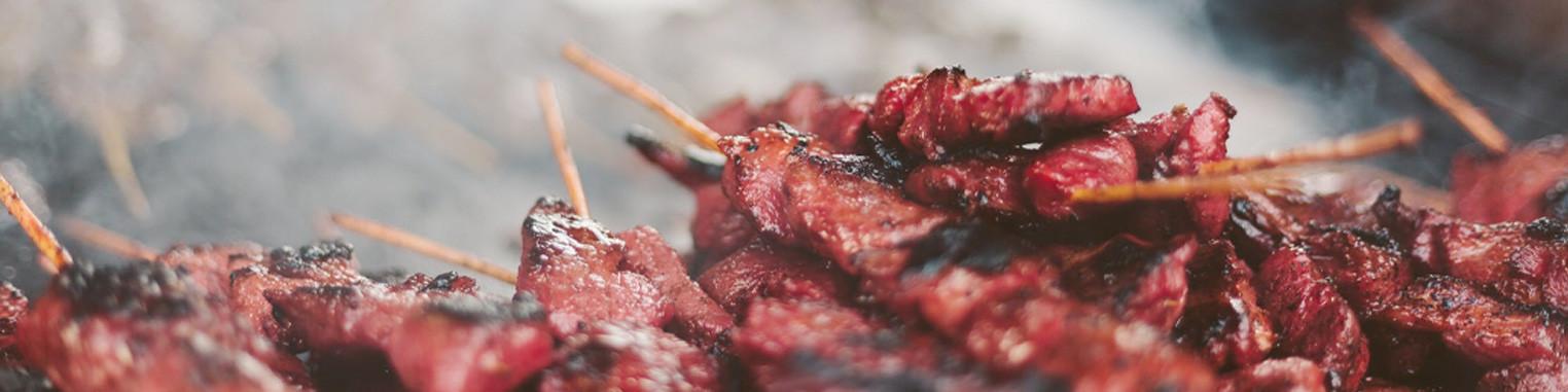 Achat de rubs pour le barbecue, épices à frotter.